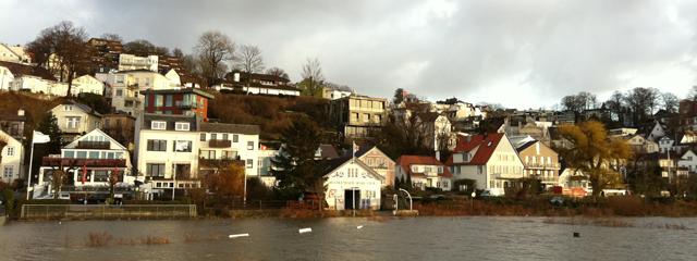 ELBGUTschi Weihnachtmarkt bei Hochwasser